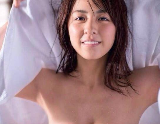 柳ゆり菜理想の美胸バストアップ方法