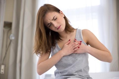 胸生理前張るなぜ